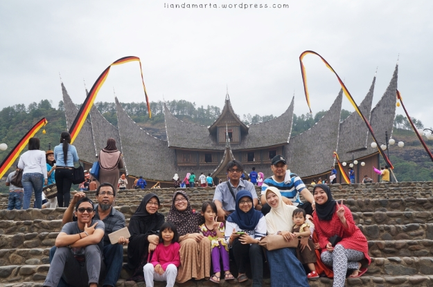 Lebaran 2014 jalan-jalan ke Istana Baso Pagaruyung di Batusangkar