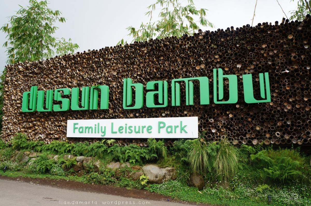 Makan Siang di Dusun Bambu Lembang