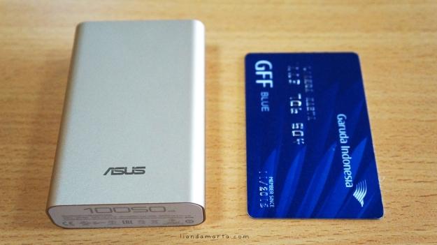 Perbandingan ukuran Asus ZenPower dengan GFF Card