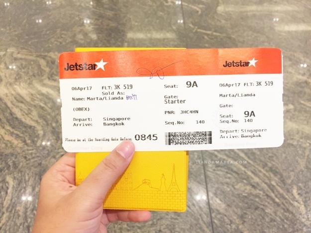 Nama tiket berbeda dengan paspor