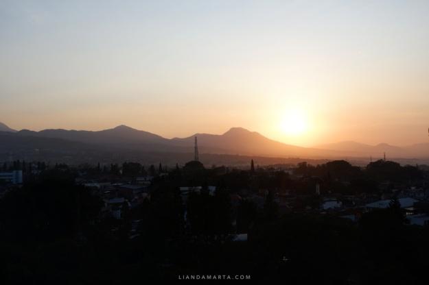 View Sunrise dari Airbnb Bandung
